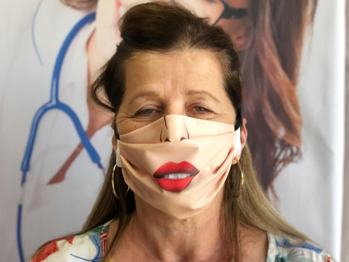 masque barrière bouche femme contre covid-19 coronavirus