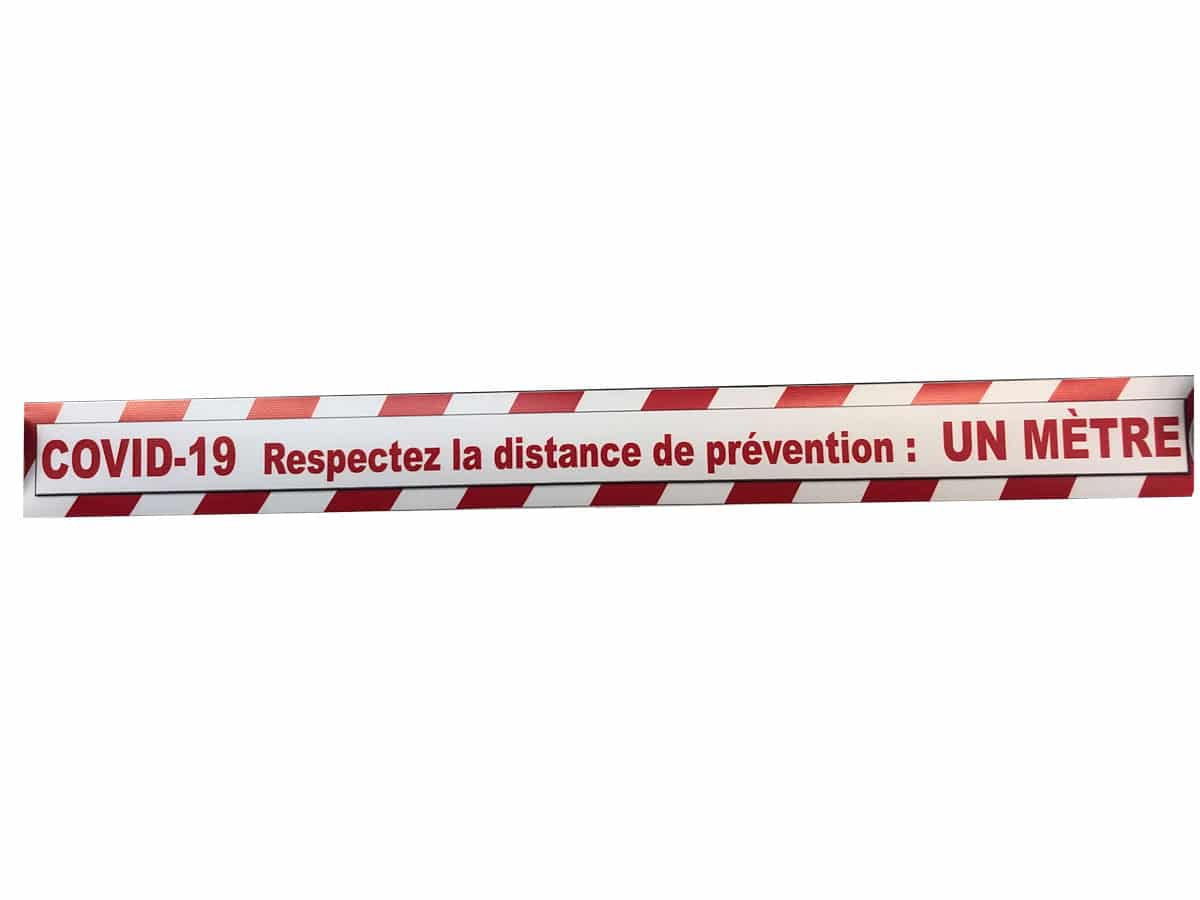 Sticker de sol magasin Covid-19 adhésif antidérapant respect des distances coronavirus